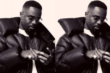 What are Sarkodie's sources of income